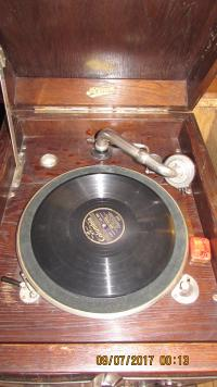 EXCELLENT WIND UP GRAMOPHONE
