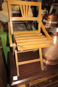VINTAGE  FOLD  UP  FISHING  CHAIR