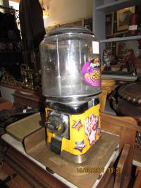 BEAVER  SWEET  DISPENSER COIN  OPERATED