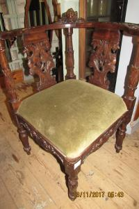 ITALIAN WALNUT ANTIQUE  CARVED  CORNER CHAIR